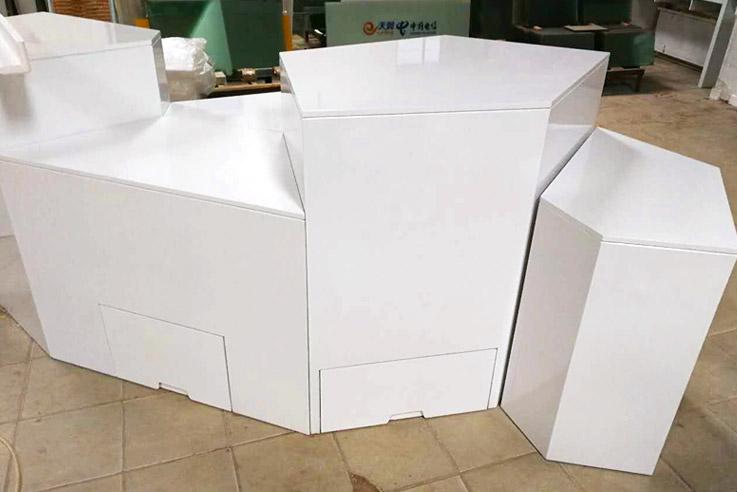 white-showcase-09